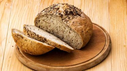 Knuspriges Bauernbrot - Das beste Rezept - geschnittenes Bauernbrot