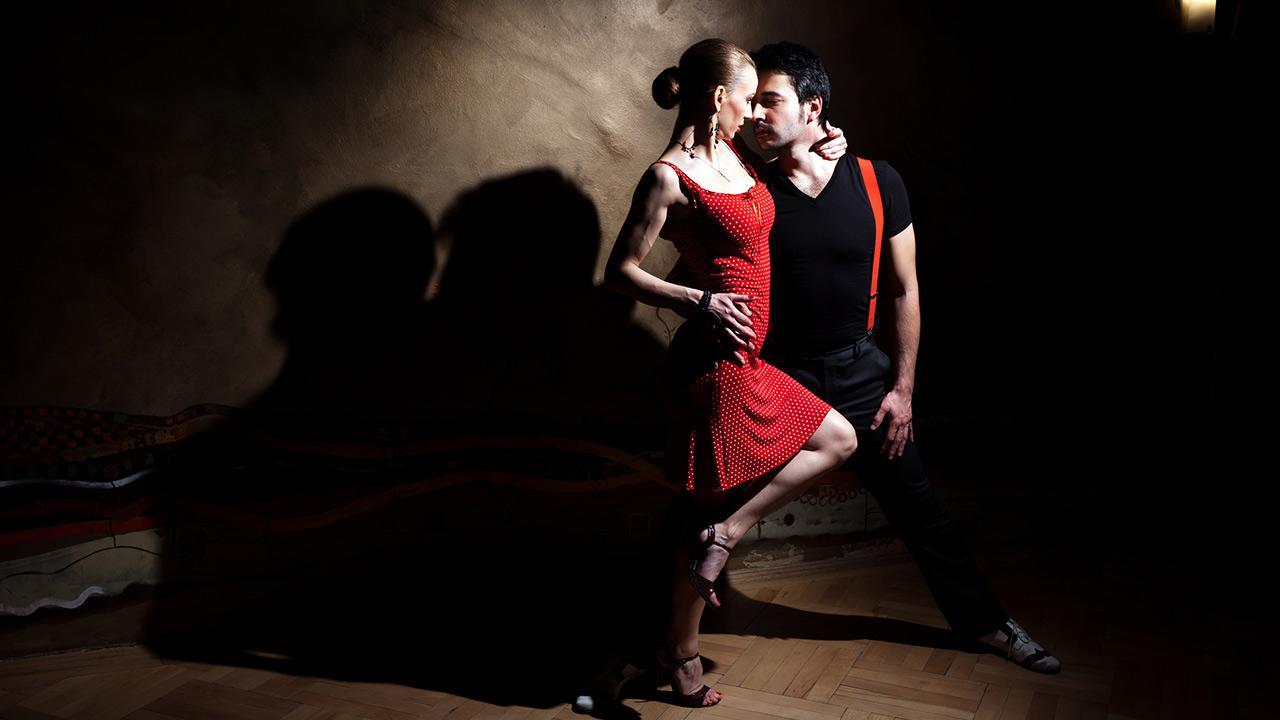 Tango lernen- tolle Erfahrung für Pärchen - ein Tanzpärchen