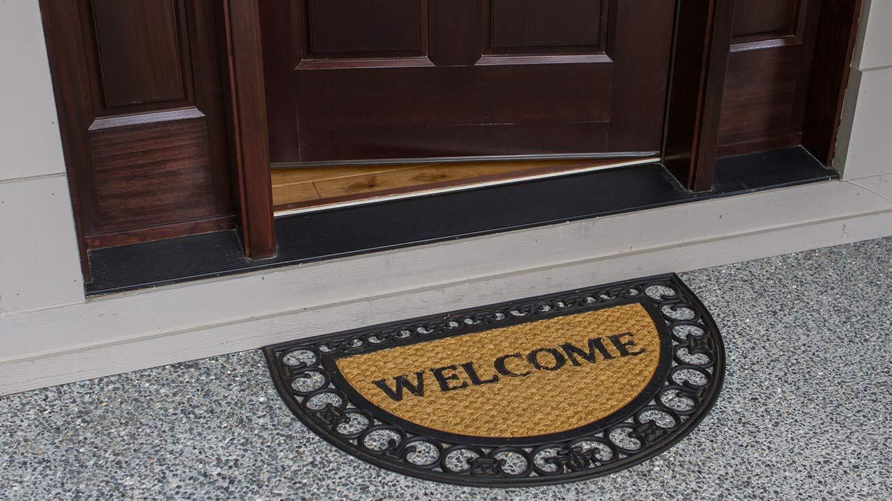 Dekotipps für die Haustüre - eine Fußmatte vor der Haustüre