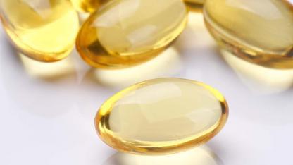 Nahrungsergänzungsmittel - Welche Vitamine benötigt der Körper im Winter - gelbe Kapseln