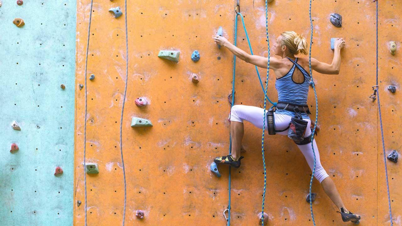 Bouldern - Klettern in der Halle - Freizeitspaß