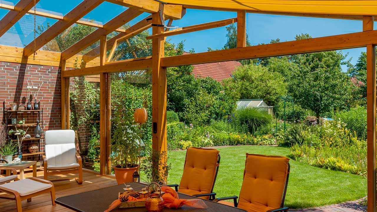 Ein Wintergarten bringt nicht nur gutes Raumklima - offen zum Garten