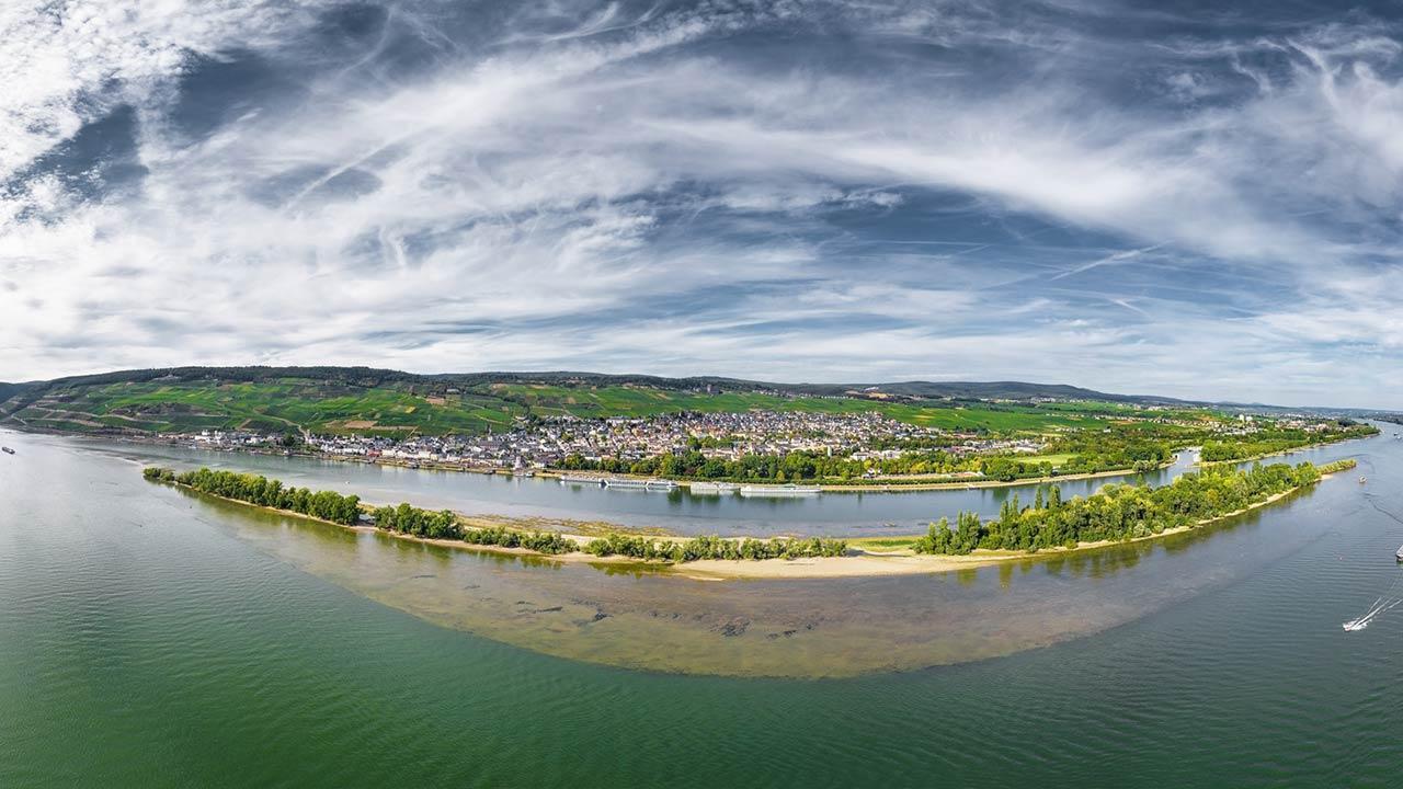 Kanu fahren auf dem Rhein -  Luftbild Rüdesheim