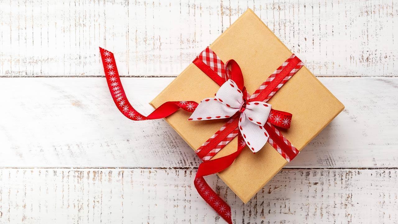 Kreative Geschenkverpackungen selber machen - Stoffreste nutzen