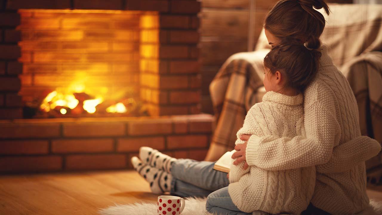Ein Kaminofen im Haus sorgt für behagliche Wärme