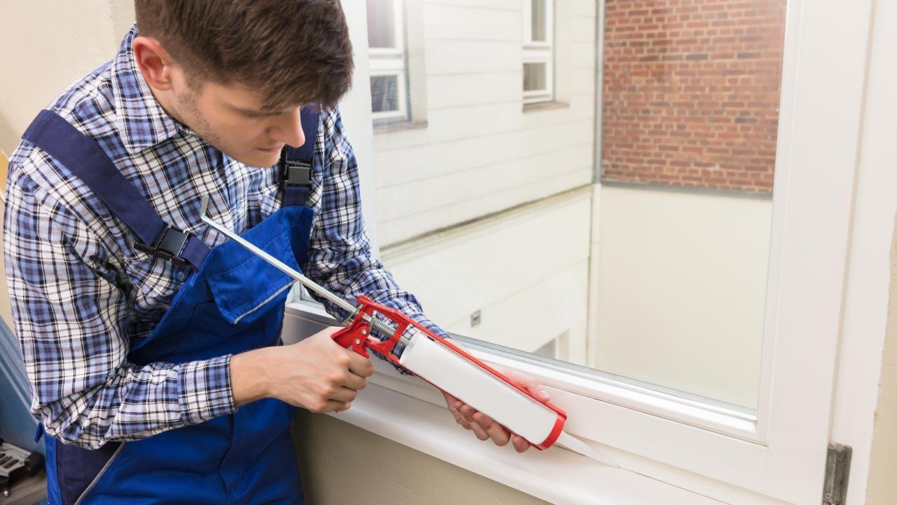 Fenster und Türen im Herbst kontrollieren - abdichten