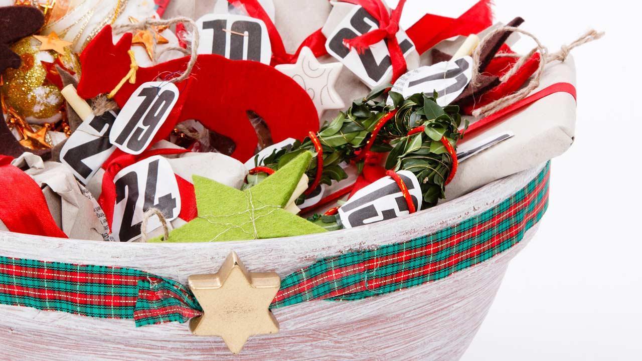 Adventskalender kaufen oder selber basteln - selbstgemacht im Korb