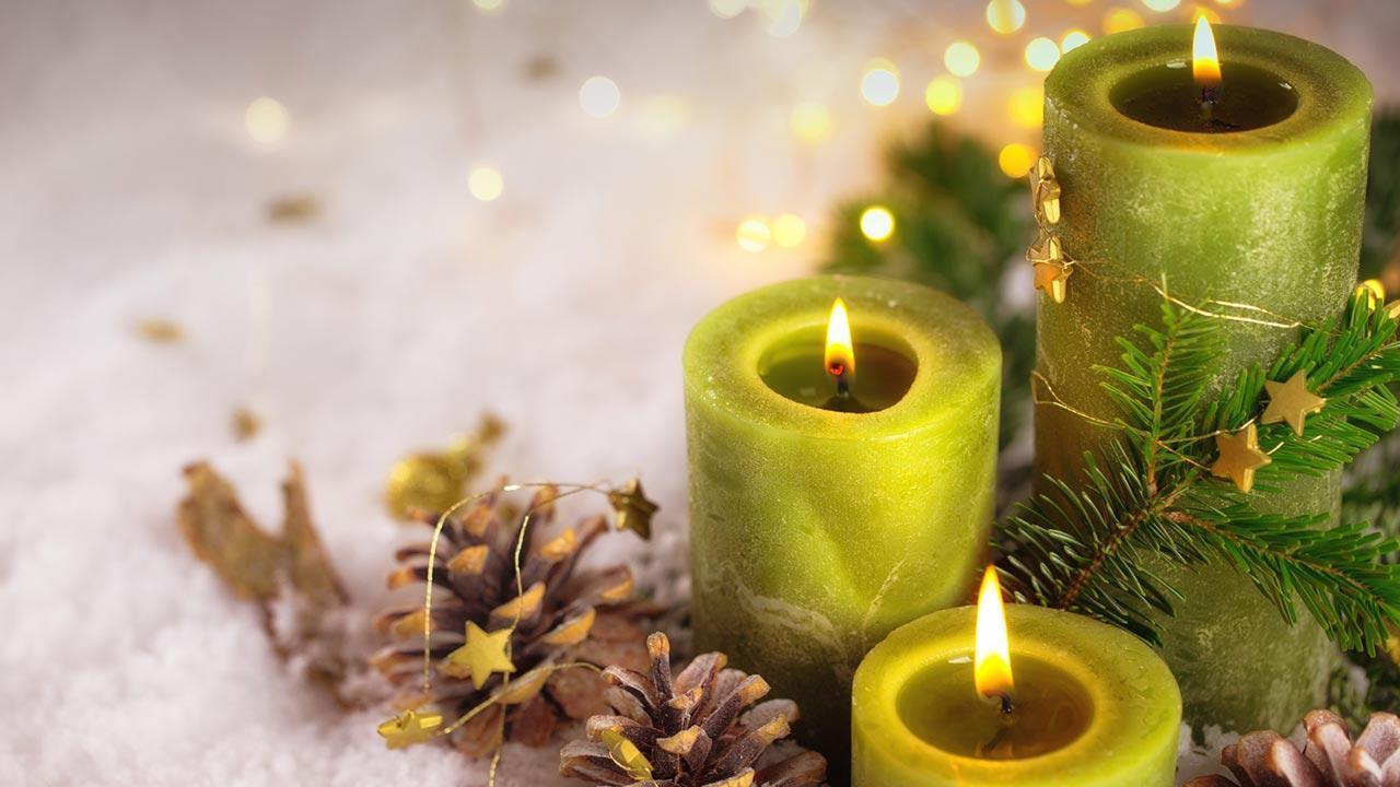 Adventskranz schön dekorieren - mit Tannzapfen
