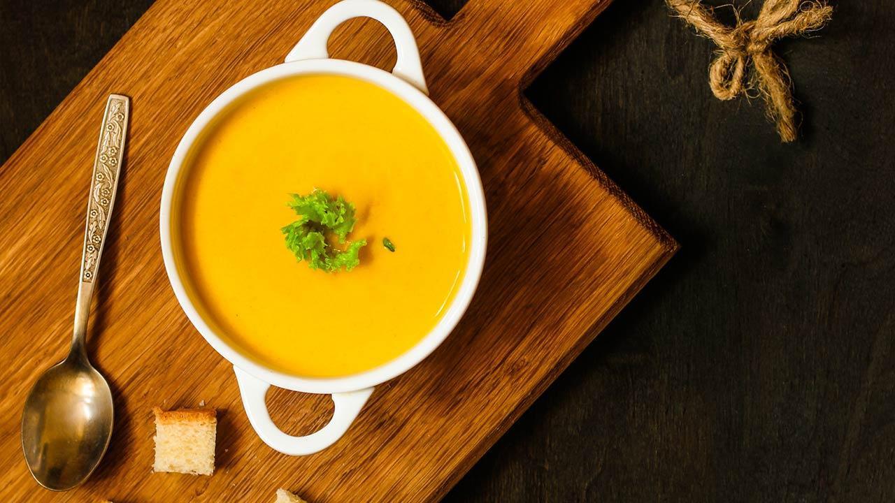 Das Rezept für die perfekte Kürbissuppe - mit Brot