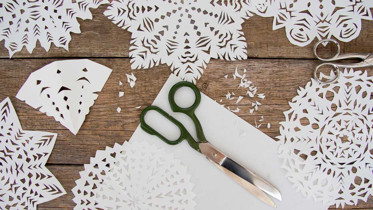 Weihnachtlichen Fensterschmuck basteln mit Kindern - Bastelmaterial