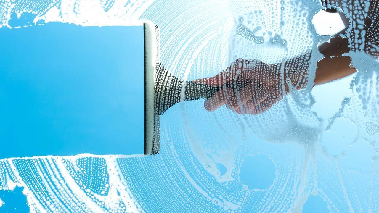 Wie putzt man Streifenfrei Fenster - Abzieher