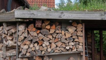 Wie lagert man Brennholz richtig
