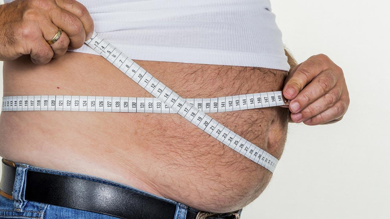 Weight Watchers - Motivation durch Abnehmen in der Gruppe - Bauch abmessen