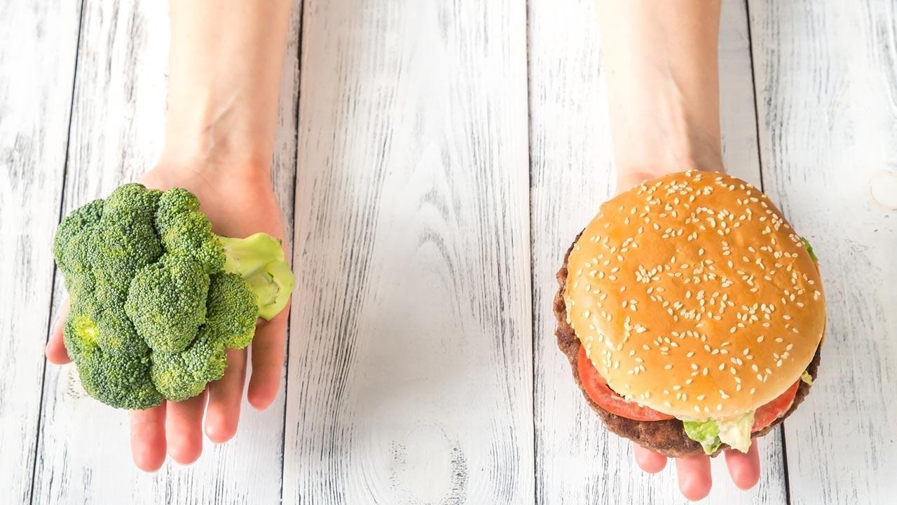 Weight Watchers - Motivation durch Abnehmen in der Gruppe - Gemüse oder Junkfood
