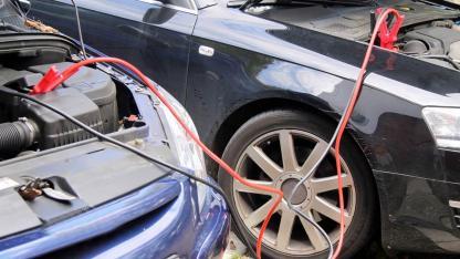 Autobatterie leer - Tipps und Tricks zum Starten - Starthilfe
