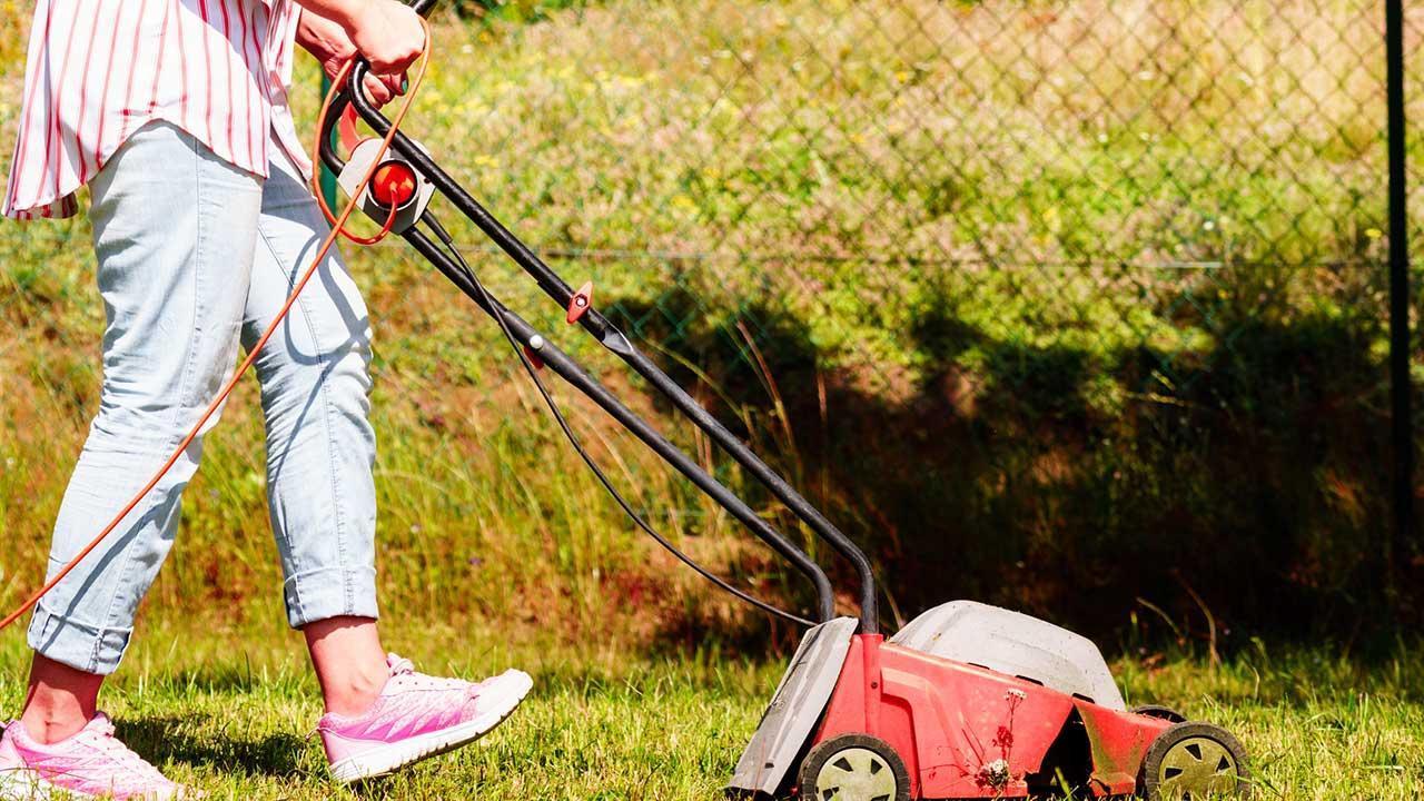 Rasenmäher in Betrieb bringen - Elektromäher