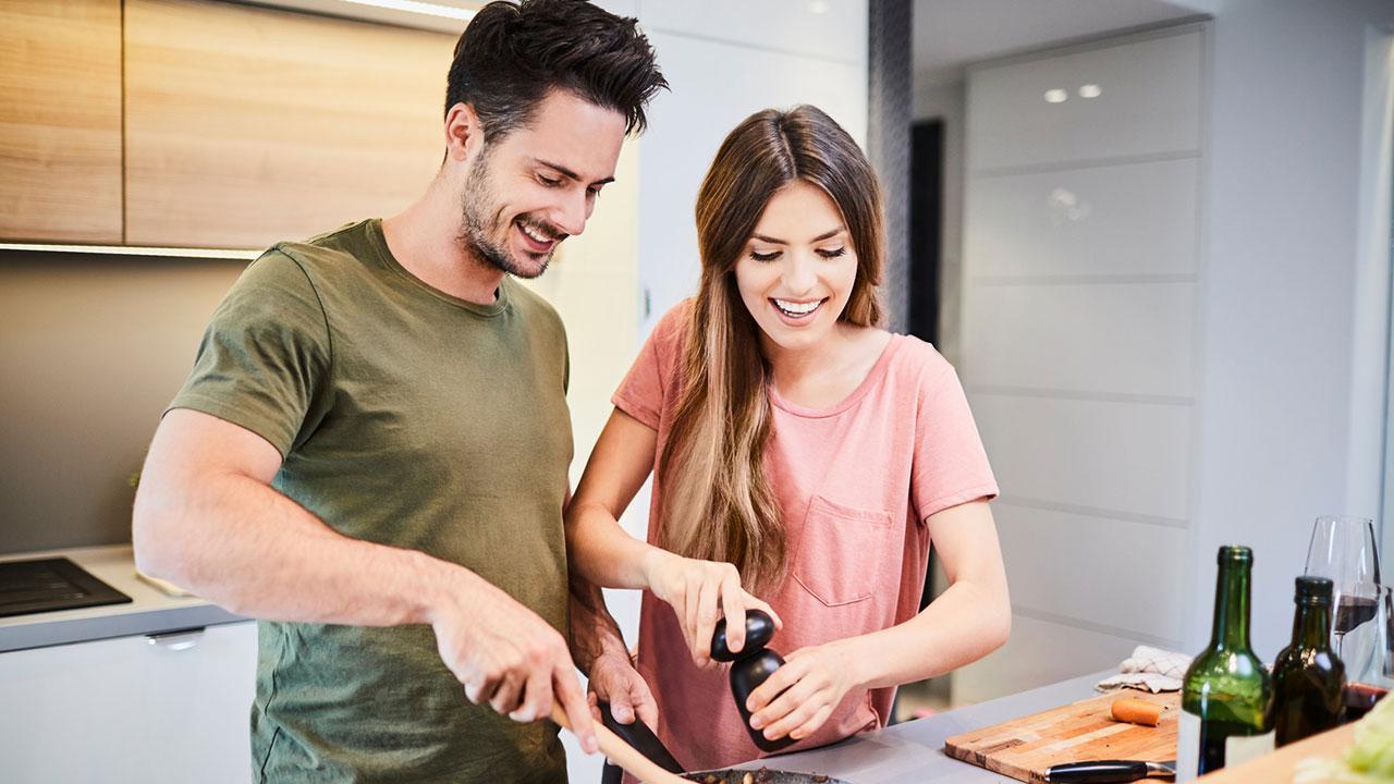 Kochevent - mit oder ohne Profi - Pärchen kocht gemeinsam