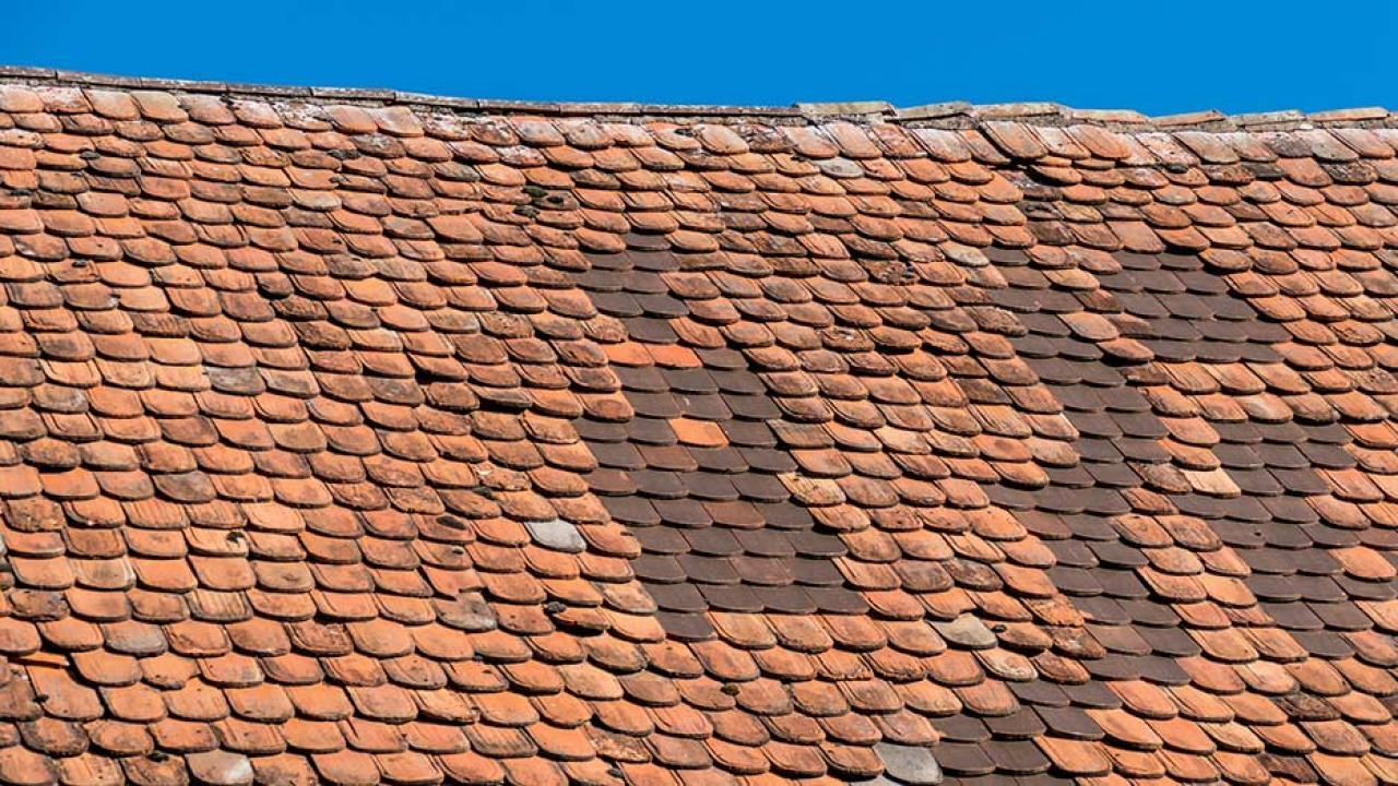 Ist es schon Zeit für ein neues Dach - altes Dach