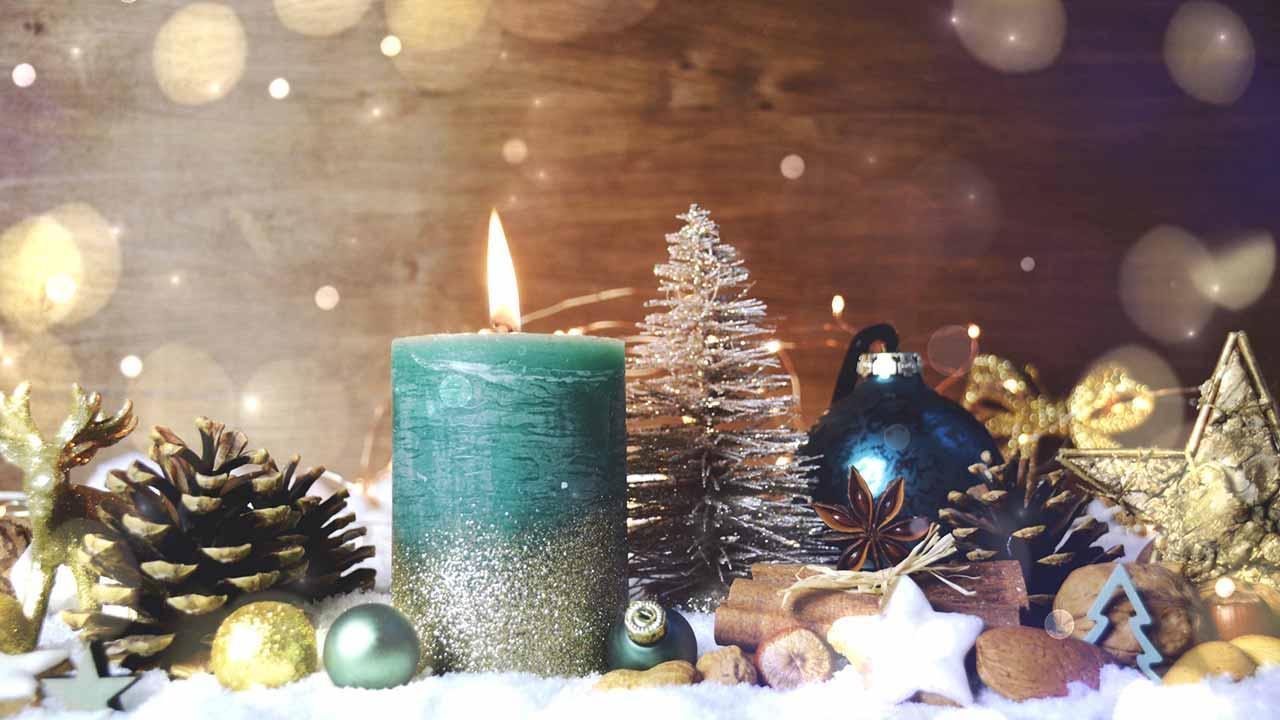 Weihnachtliche Deko für Zuhause - Kerzen und Zapfen
