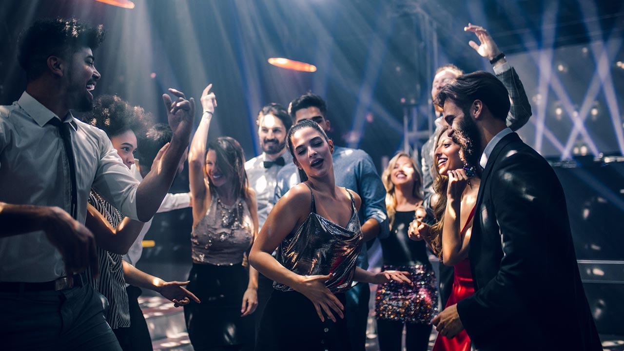 Diese Hits dürfen in Ihrer Faschingsplaylist nie fehlen - voller Party