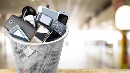 Verzicht aufs Handy zur Fastenzeit - Kübel voll Telefone