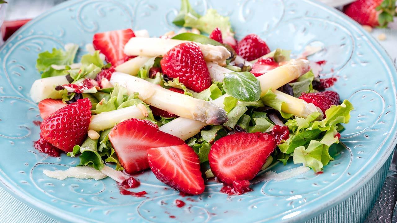 Schnelle Küche mit Spargel - mit Erdbeeren