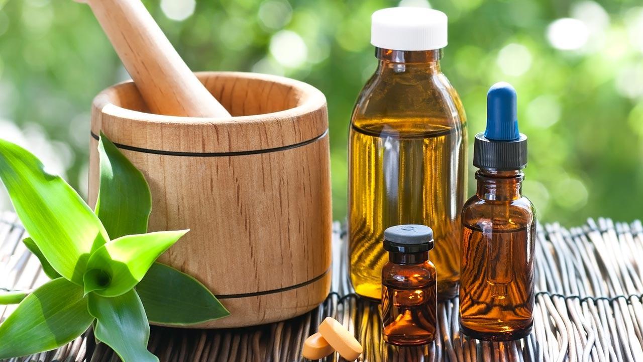 Homöopahtie gegen Allergien - Mörscher und Flaschen