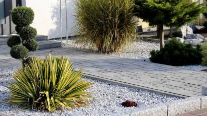Ein Vorgarten aus Stein