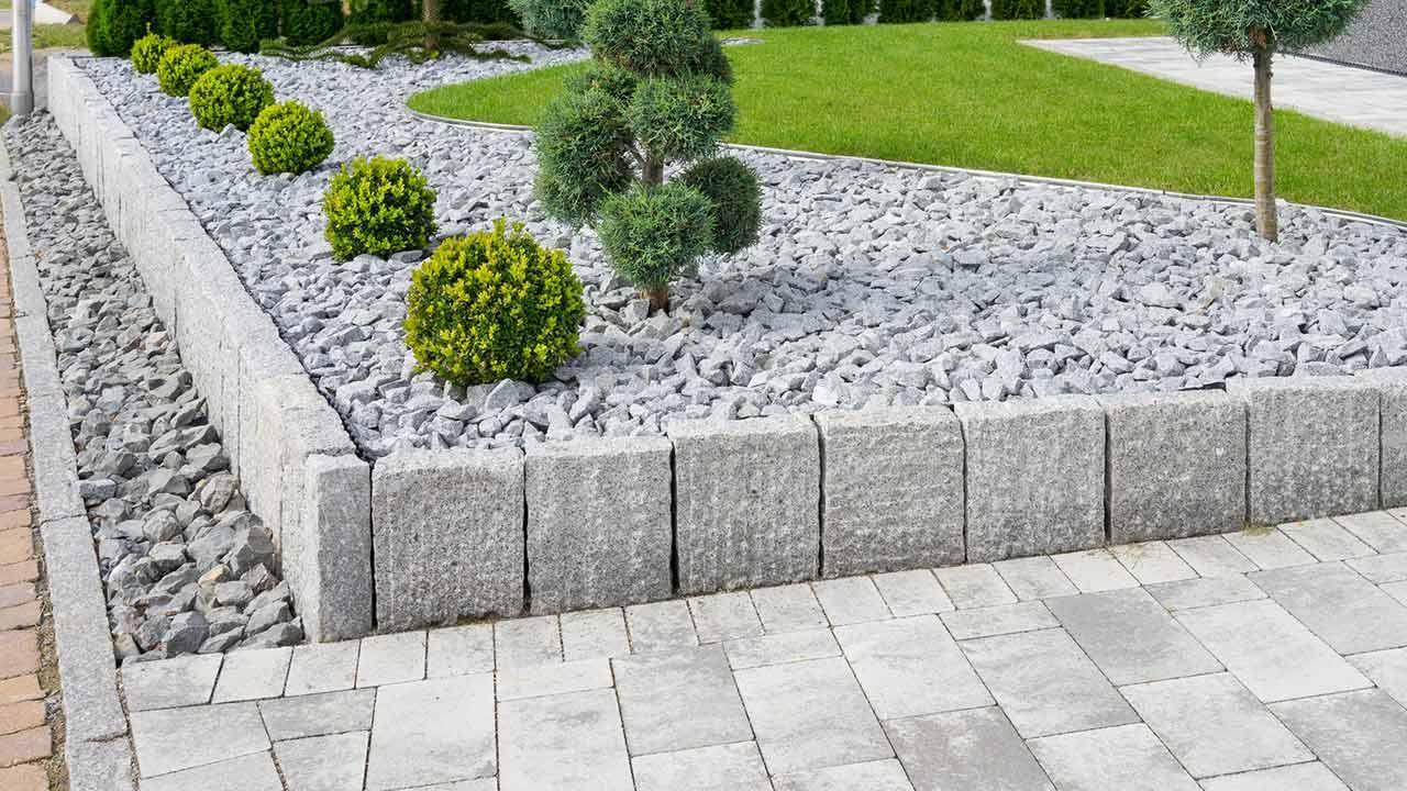 Ein Vorgarten aus Stein - Steinmauer