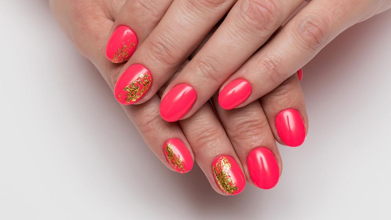 Alternativen zum Nagellack - rote Nägel mit Goldfolie