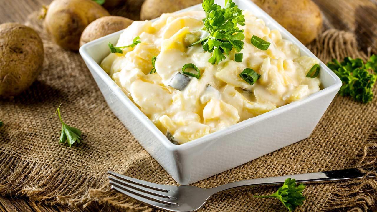 Drei schnelle Buffet-Ideen für Ihre Gartenparty / Kartoffelsalat