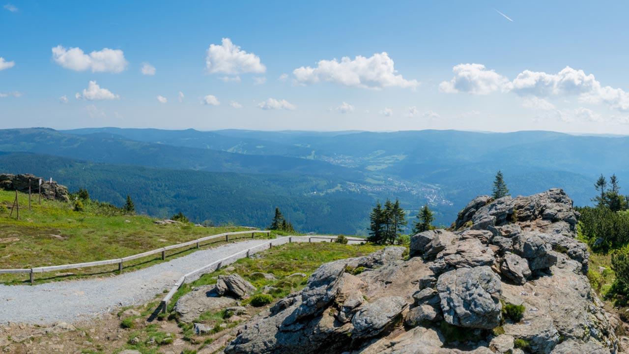 Wandern im Bayerischen Wald / Panoramasicht des Bayerischen Waldes