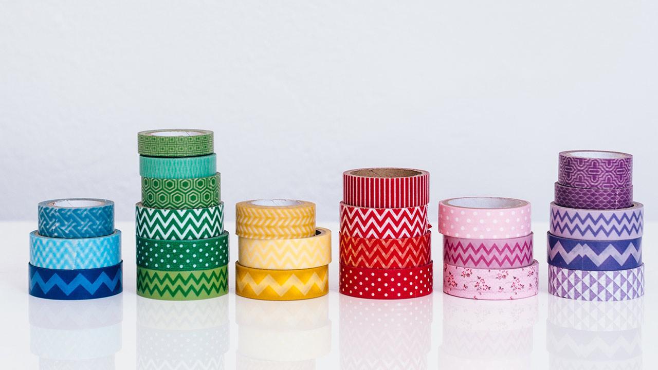 Die schönsten Deko-Ideen mit: Masking Tape / nach Farben geortnete Masking Tapes