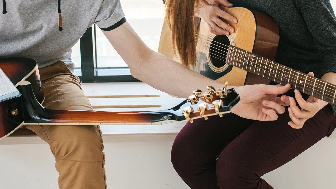 Gittare spielen - So legen Sie los / Gitarrenunterricht
