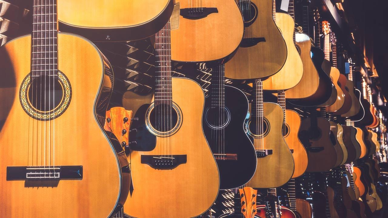 Gittare spielen - So legen Sie los / verschiedene Gitarren