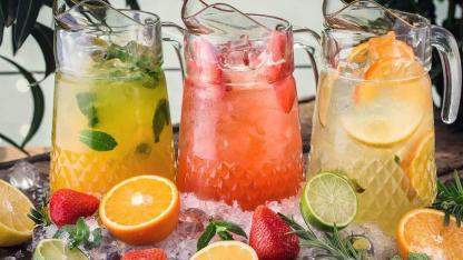 Longdrink Tipp im Juli - Erfrischende Sommerfruchtbowle