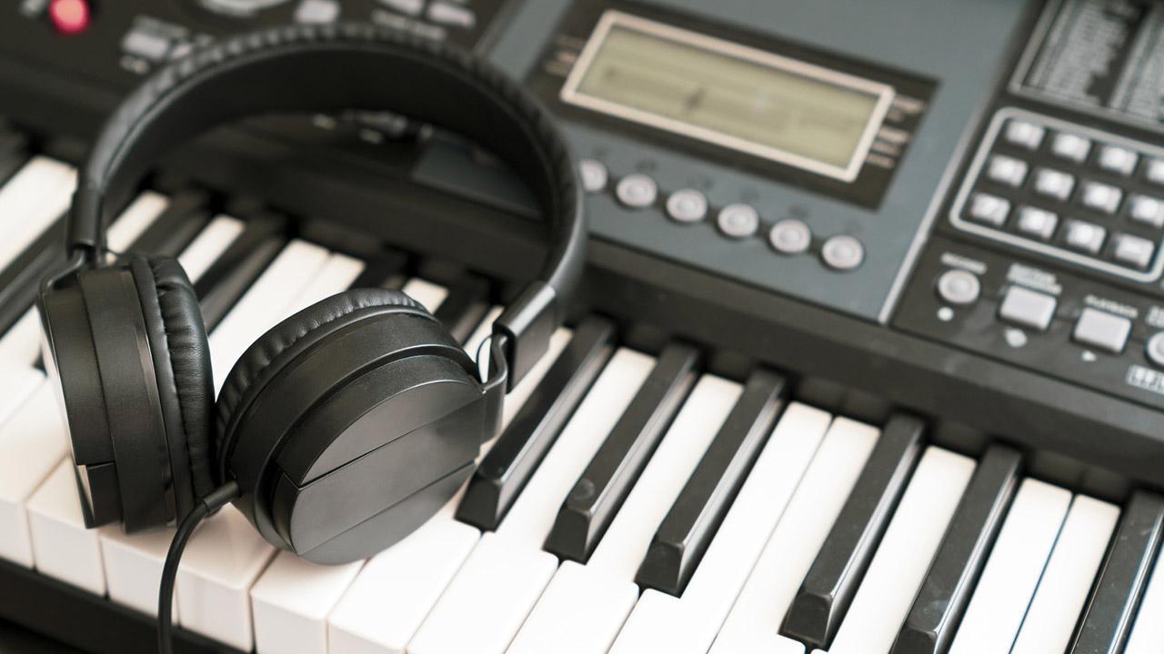 Keyboard spielen - So legen Sie los / Keyboard mit Kopfhörern
