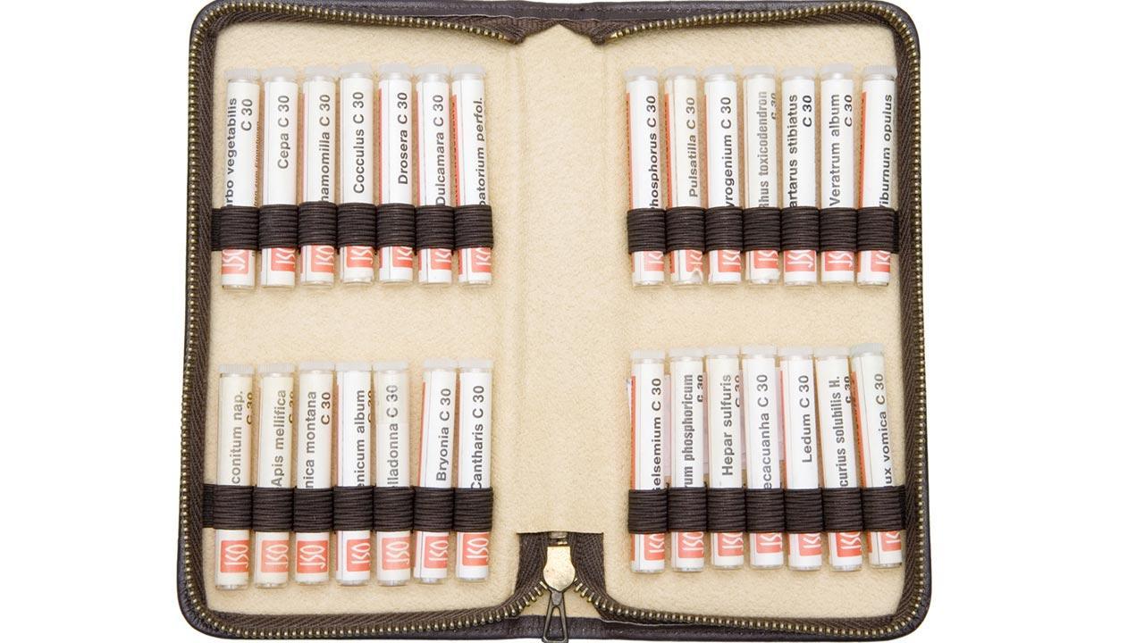 Die homöopathische Reiseapotheke / eine Tasche mit Globuli