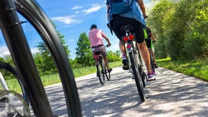 Fahrradtour im Spätsommer von Passau nach Wien / Aufnahme der Räder vom Boden