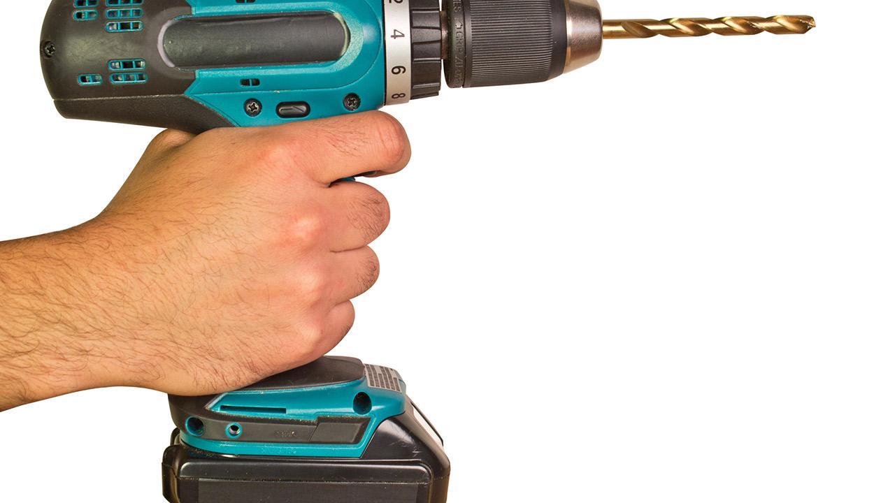 Akkuwerkzeuge für die Hobbywerkstatt / ein Akkuschrauber