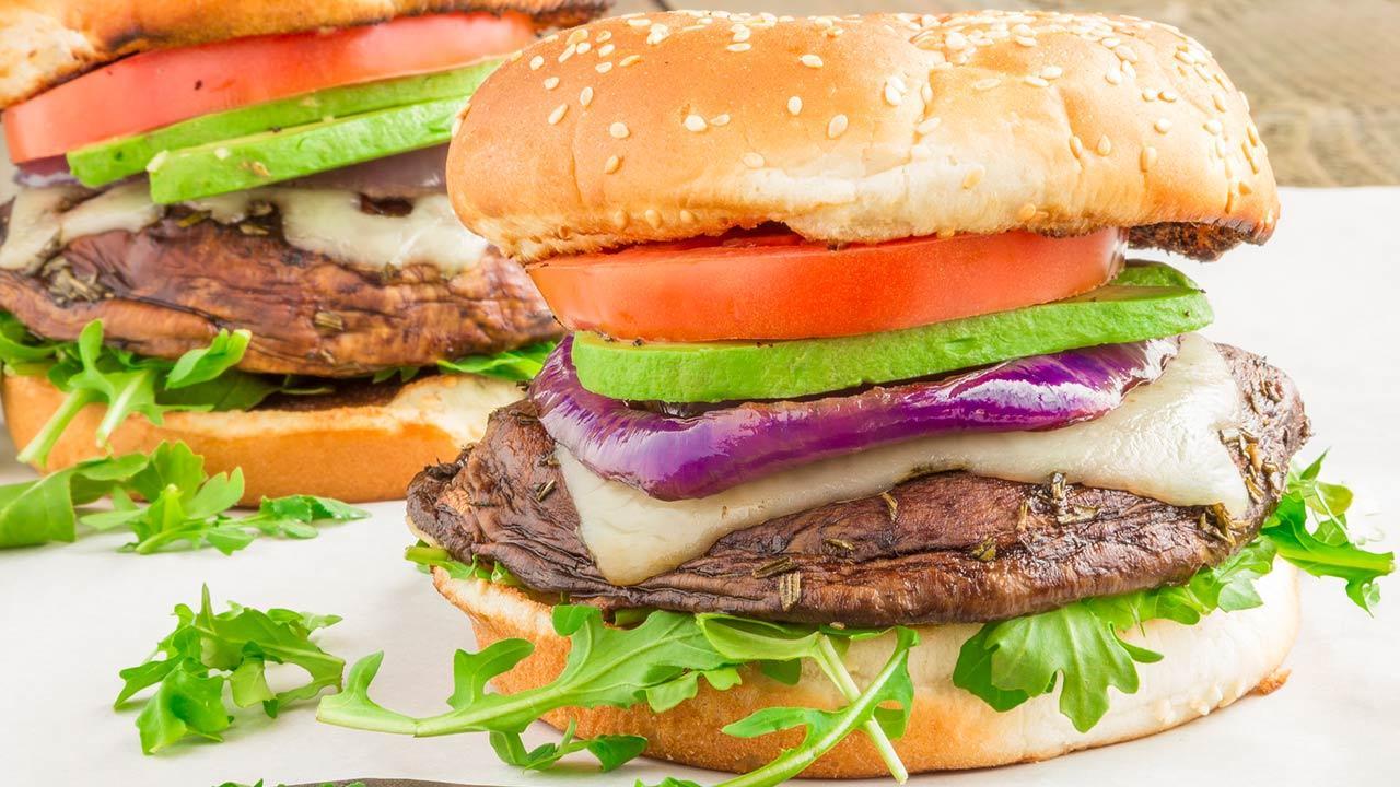 Portobello-Burger Rezepte / ein selbstgemachter Portobello-Burger