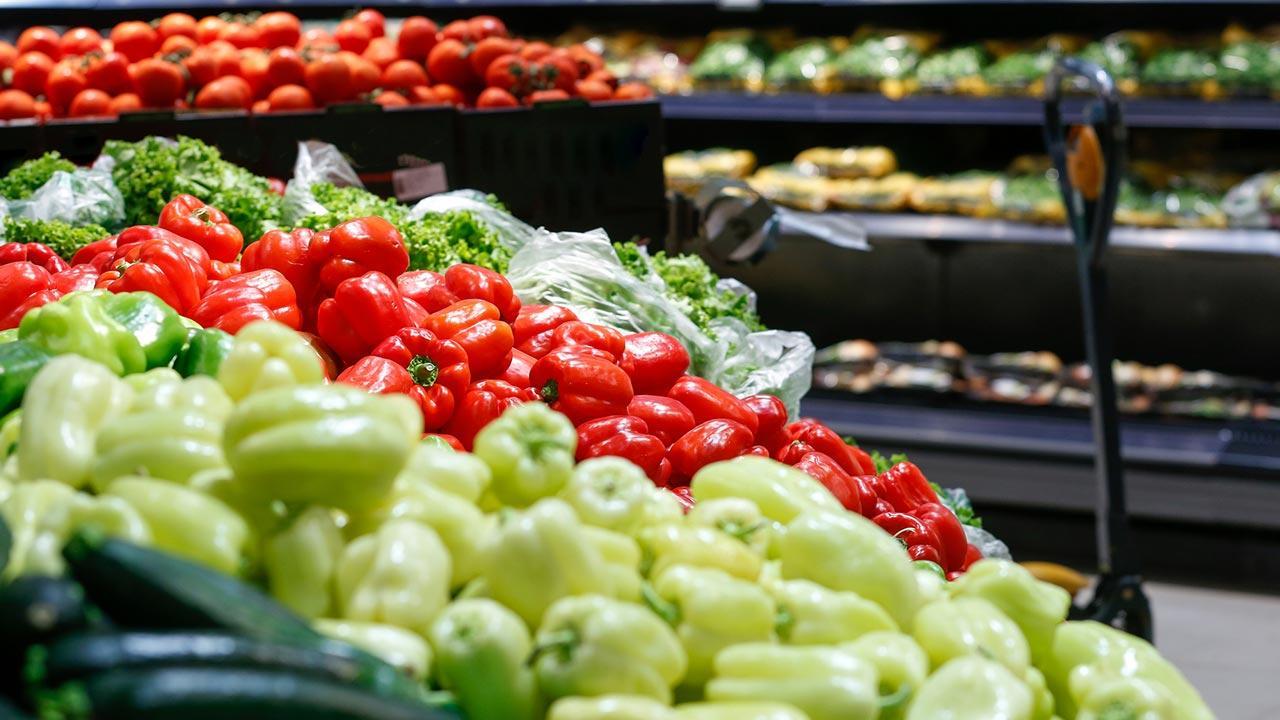 Beim einkaufen Verpackung vermeiden - eigene Behälter nutzen / unverpacktes Gemüse