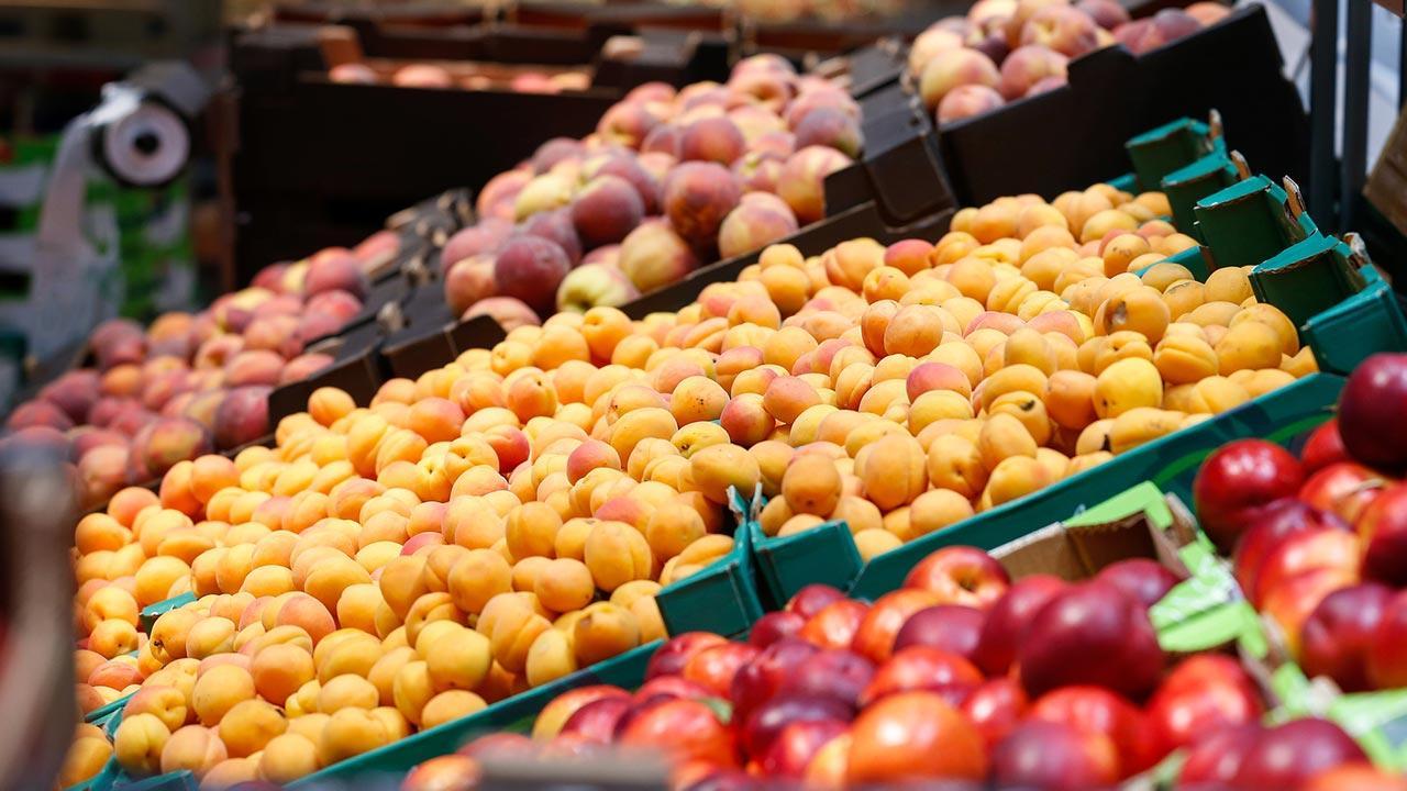 Beim einkaufen Verpackung vermeiden - eigene Behälter nutzen / unverpacktes Obst