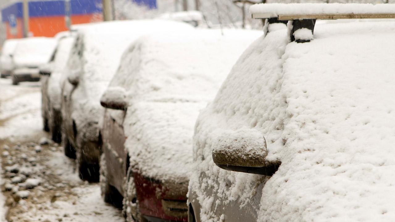 Die besten Tipps für enteiste Scheiben / beschneite Autos