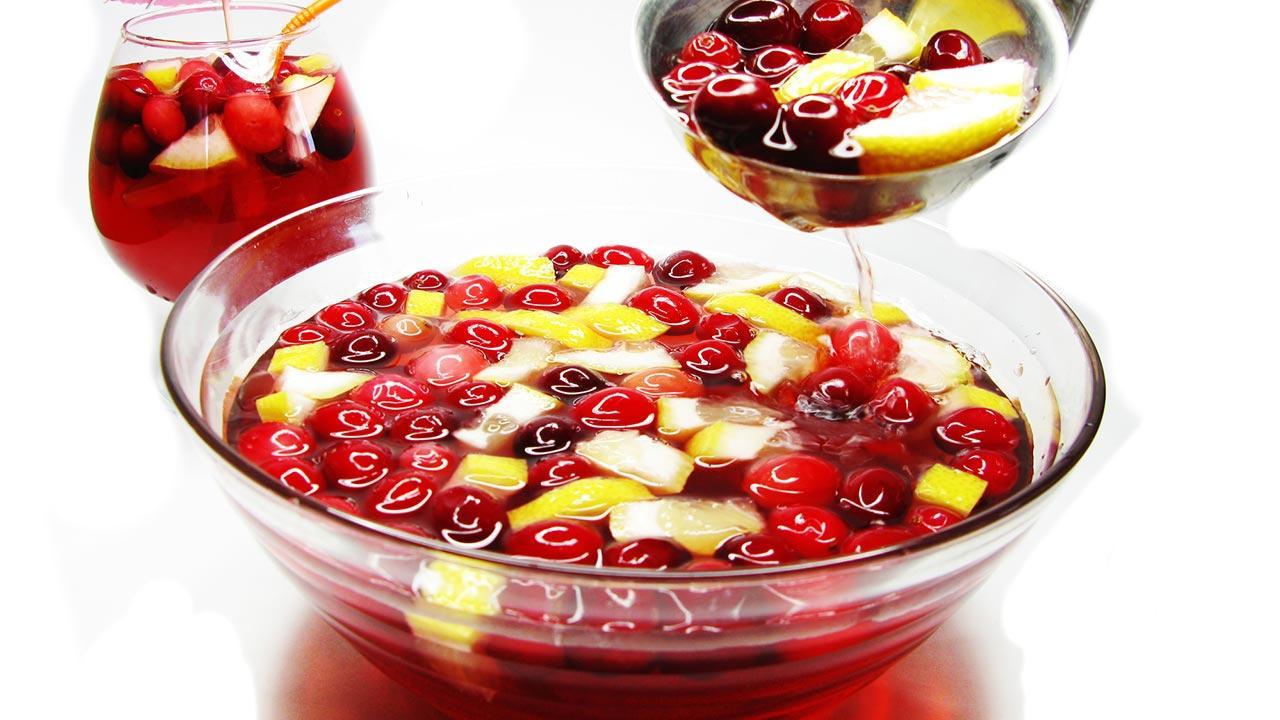 Fruchtige Bowlenrezepte für ihre Silvesterparty / eine Fruchtbowle