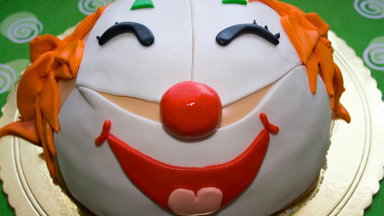 Das perfekte Kinderfasching Menü - ein Clownkuchen