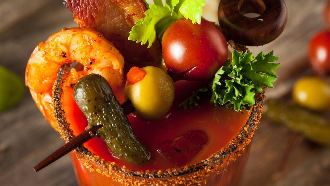 Bloody Mary gegen den Faschings Kater - Bloody Mary mit Gemüse darüber