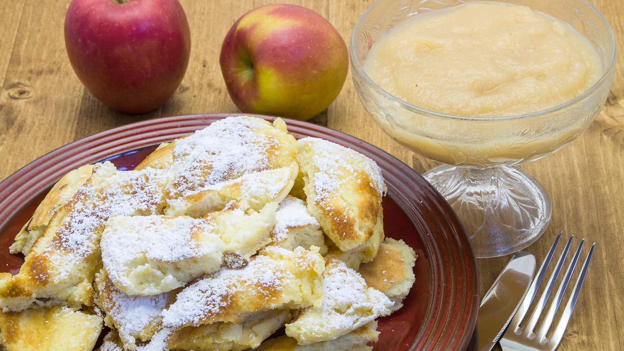 Das beste Kaiserschmarrn Rezept - Kaiserschmarrn mit Apfelkompott