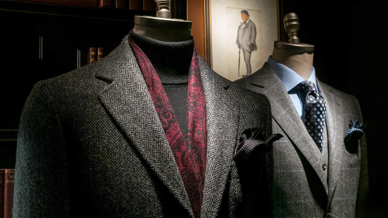 Anzug maßschneidern lassen oder von der Stange - zwei fertige Anzüge