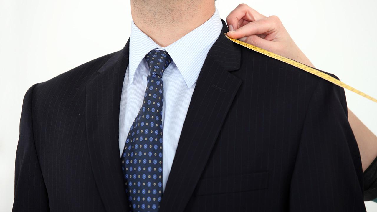 Anzug maßschneidern lassen oder von der Stange - ein Anzug der maßgeschneidert wurde